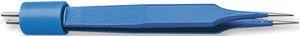 Е4055-СT. Пинцет изолированный прямой, общая длина 10,2 см, ширина кончиков браншей 0,4 мм.