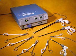Рис.1. Аппарат Ligasure с набором инструментов